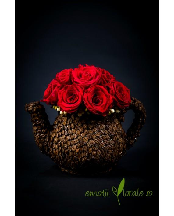 Aranjament floral cu 11 trandafiri naturali stabilizati rosii V14P21
