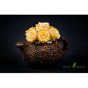 Aranjament floral cu 7 trandafiri naturali stabilizati crem V14P24